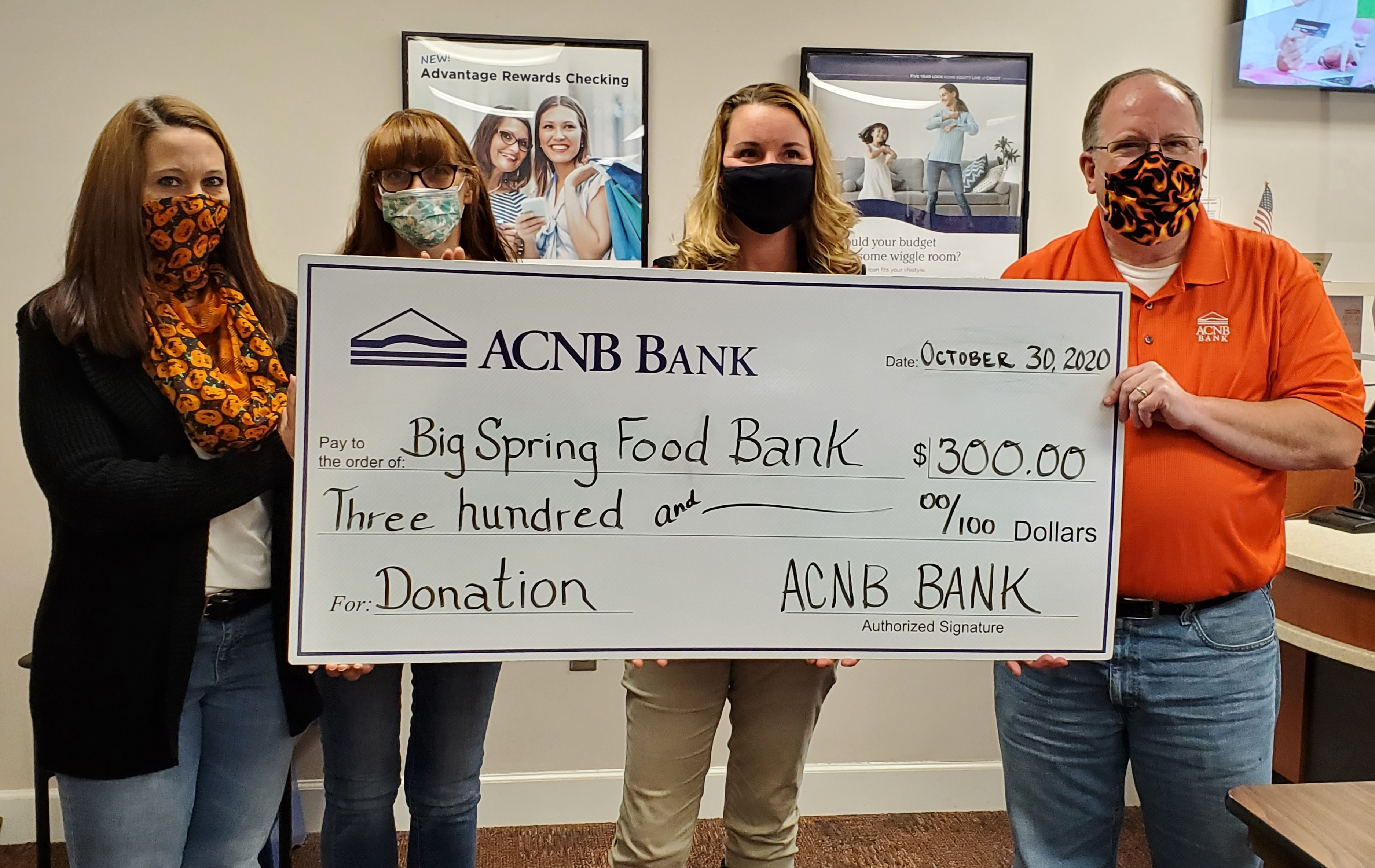 ACNB Helping Hands donates to food bank